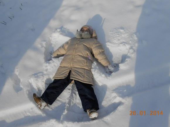 Pierwszy aniołek na śniegu tej zimy - 39kB