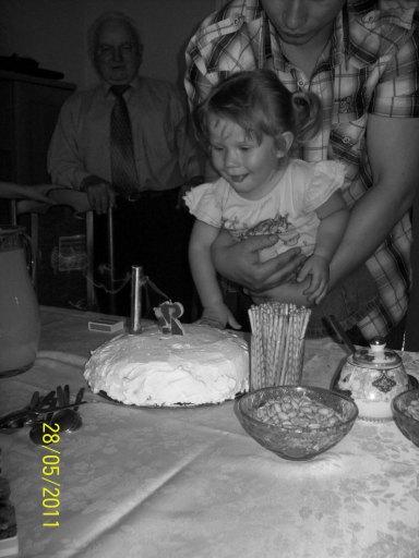 Sto lat, Edytko!  Kochamy Cię! Tatuś i Mamusia.