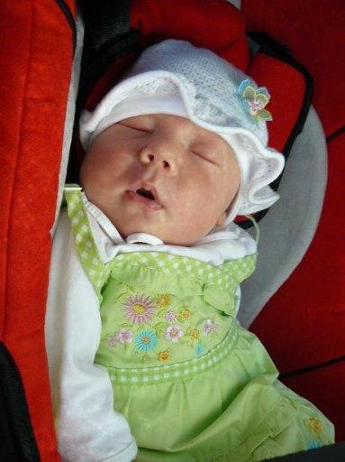 Naszej córci najlepiej śpi się w samochodzie - 37kB