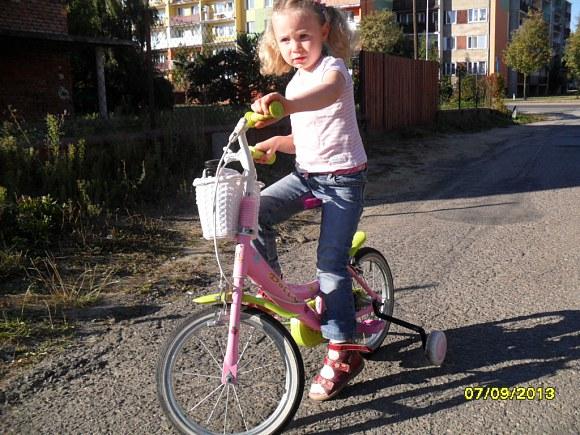 Mimo złamanego obojczyka śmigam na rowerku