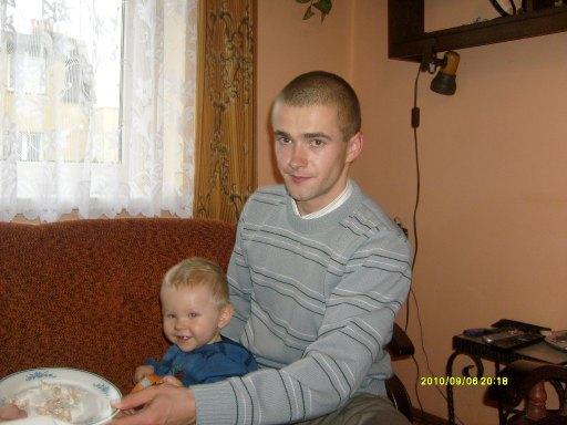 tatko z nieciekawa mina:) - 40kB