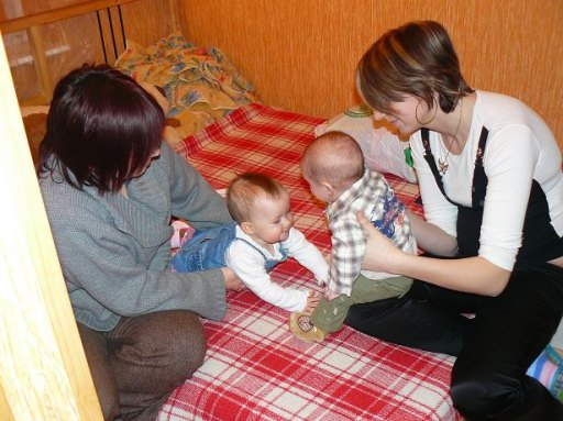 Maja uwielbia dzieci. A Michasia upatrzyła sobie szczególnie - 55kB