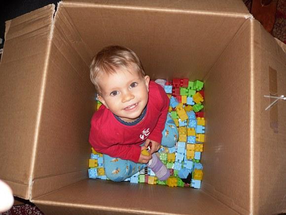 W pudełku z klockami jest super zabawa :)
