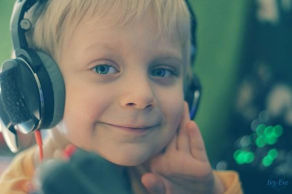 ...kto mu ciągle zmienia rozmiar słuchawek. - 31kB