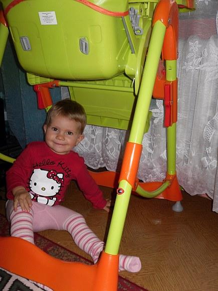 Schowałam się pod krzesełkiem :)