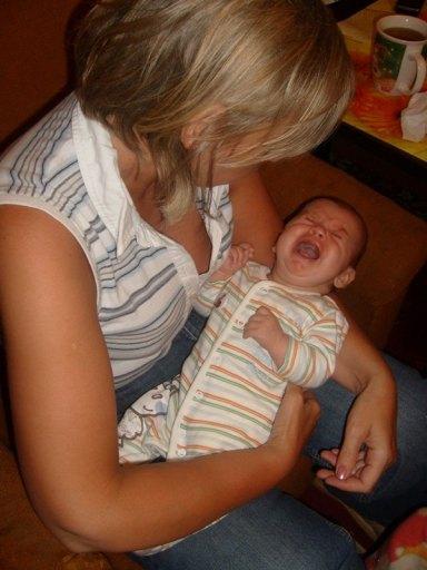 na kolankach u babci w całej okazałości jak pięknie potrafię krzyczeć gdy jestem głodna.