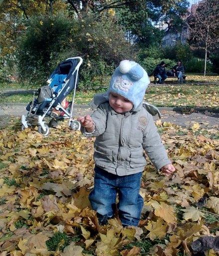 Oliwierek  w parku :)