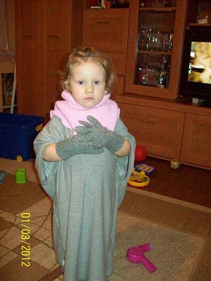 Koszulka taty, golf i rękawiczki, żeby nie było zimno.